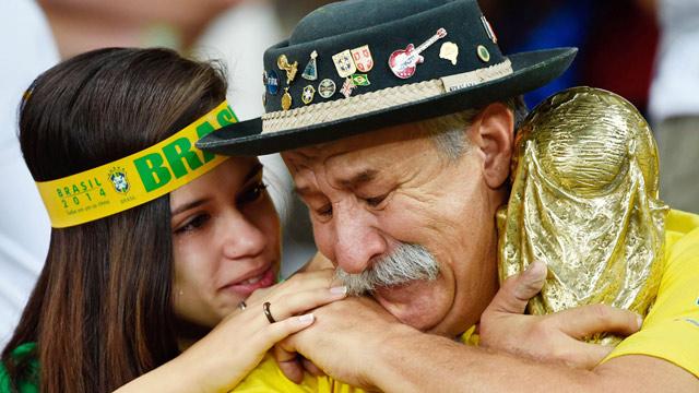 بكاء أحد جماهير البرازيل