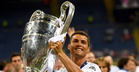 رونالدو مع كأس دوري أبطال أوروبا