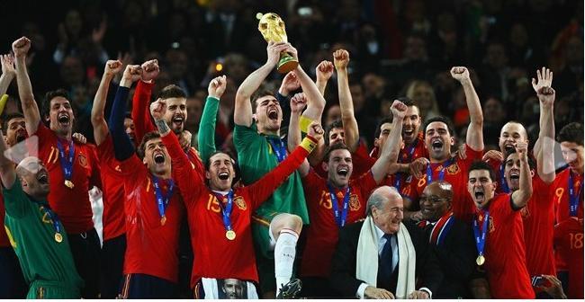 منتخب أسبانيا أثناء التتويج بلقب كأس العالم