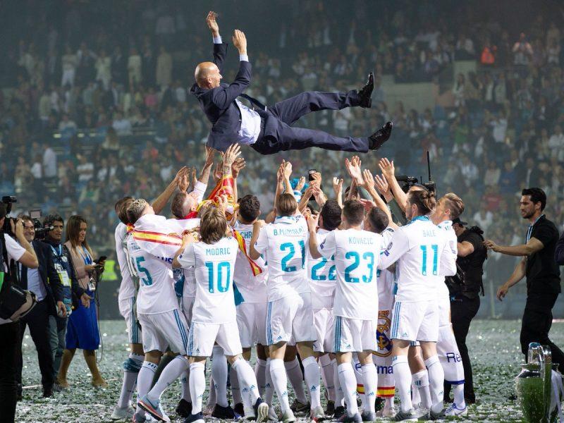 رسمياً زين الدين زيدان مديراً فنياً لريال مدريد الإسباني حتي عام 2022 وراتبه السنوي